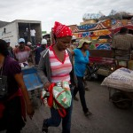 Merchants cross the Haitian-Dominican border in Jimaní (JACOB KUSHNER)